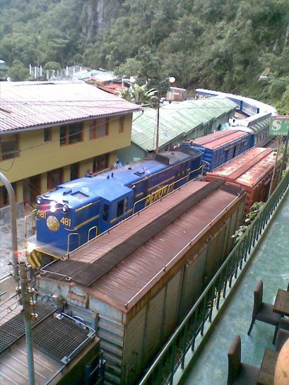 Aguas Calientes llegada del tren 2011