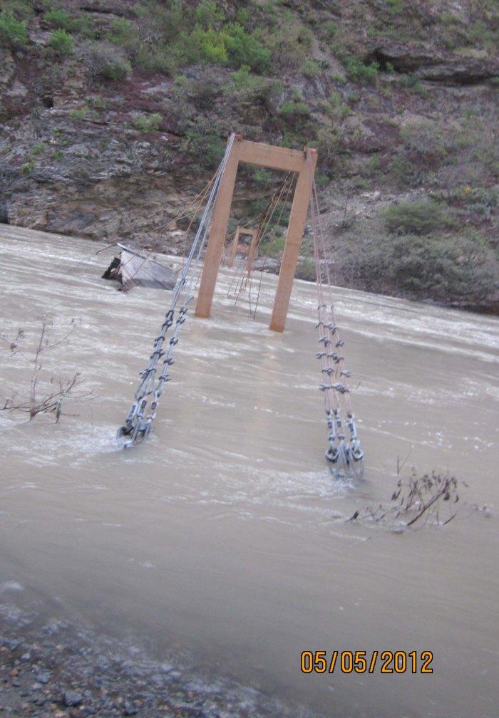 apurimac en crue mai 2012 puente destroyed