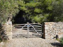 04 P1020425 son sanutges sarbussar porte propriete en bois