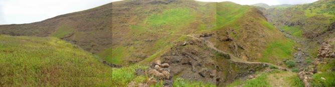 CaboVerde2013-B-04 Monte Trigo-montee norte panorama