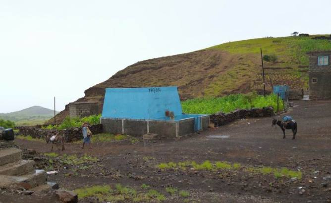 CaboVerde2013-C-05 Norte Cha de Feijoal-deposito agua