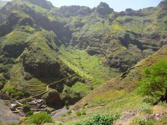 CaboVerde2013-E-22-Panorama descente depuis Figueiras de cima TRACE