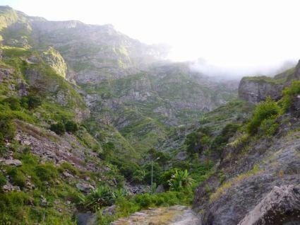 CaboVerde2013-K 56 Ribeira de Penede-Cabo de la Ribeira et Haut du chemin en lacet invisible