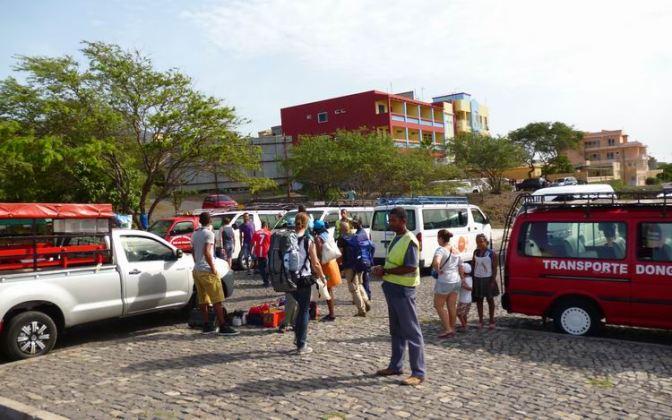 CaboVerde2013-N-09 Porto-Novo Gare Maritime Armas aluguers