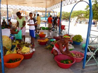 CaboVerde2013-X-56 Mindelo Place Independencia mercado stand fruits