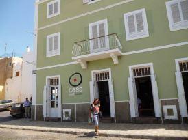 CaboVerde2013-X-92 Mindelo Casa Cafe en face marina