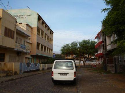 CaboVerde2013-Y-19 Porto-Novo Hotel girassol HS