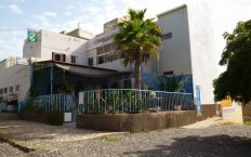 CaboVerde2013-Y-22 Porto-Novo Resto Italien