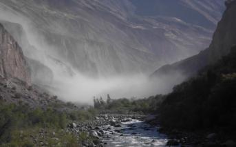 peru-Canyon Cotahuasi le rio brumes matinales