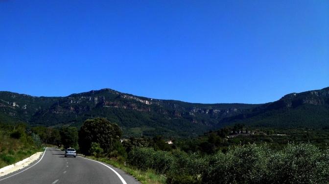 2014-07-12 Ruta dels Refugis (1) Sierra de Prades de loin