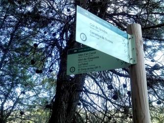 2014-07-12 Ruta dels Refugis (127) Bifurcation Cami rio Siurana panneau