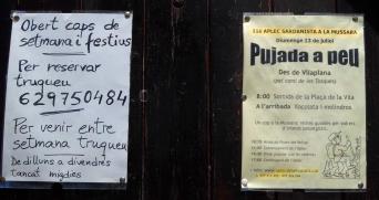 2014-07-12 Ruta dels Refugis (13) Mussara refuge affiches