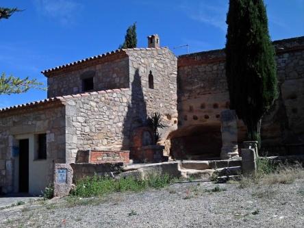 2014-07-12 Ruta dels Refugis (97) Albarca fontaine casa rural